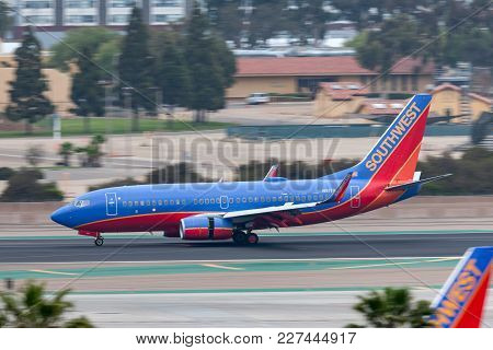 San Diego, California, Usa - April 30, 2013. Southwest Airlines Boeing 737-7h4 N917wn Arriving At Sa