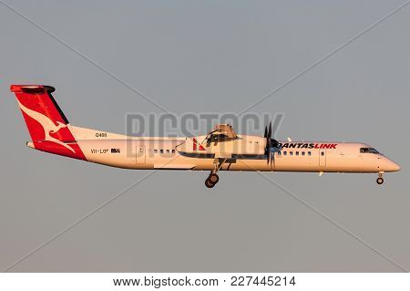 Melbourne, Australia - September 28, 2011: Qantaslink De Havilland Canada Dhc-8-402q (dash 8 Q400) V