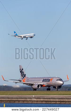 Sydney, Australia - May 5, 2014: Jetstar Airways Airbus A320 Airliner At Sydney Airport With A China