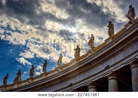 Statues On Top Of The Tuscan Colonnades
