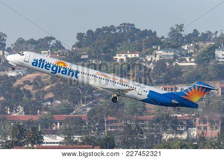 San Diego, California, Usa - April 28, 2013. Allegiant Air Mcdonnell Douglas Md-83 (dc-9-83) N863ga