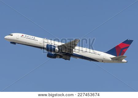 Los Angeles, California, Usa - March 10, 2010: Delta Air Lines Boeing 757 Airplane Taking Off From L