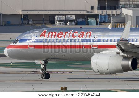 Los Angeles, California, Usa - March 10, 2010: American Airlines Boeing 757 Aircraft At Los Angeles