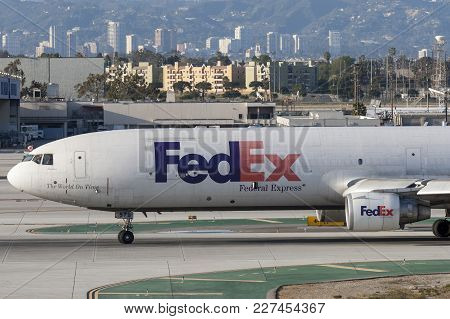 Los Angeles, California, Usa - March 10, 2010: Federal Express (fedex) Mcdonnell Douglas Md-11f Carg