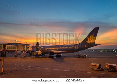 Nha Trang, Vietnam - July 31, 2016: Vietnam Airlines Airplanes At Sunset In Noi Bai International Ai