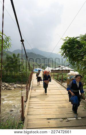 Yen Bai, Vietnam - Sep 18, 2016: Vietnamese Hmong Ethnic Minority People Walking On Old Wooden Chain