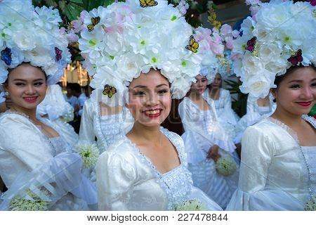 Dak Lak, Vietnam - Mar 10, 2017: Performers Wear Traditional Costumes Performing A Traditional Dance