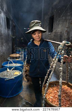 Quy Nhon, Vietnam - Oct 22, 2016: Seafood Processing At Fish Market In Quy Nhon, South Vietnam. A Wo