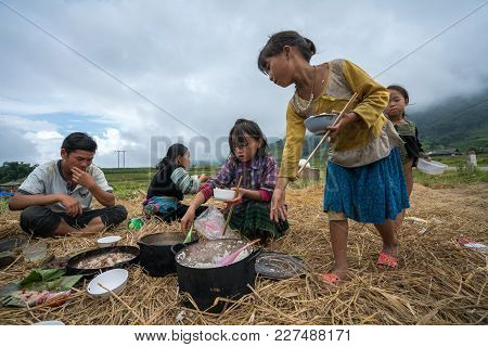 Lao Cai, Vietnam - Sep 7, 2017: Ethnic Minority Farmer Family Having Lunch On Rice Field In Sapa