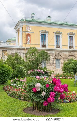 Tsarskoe Selo (pushkin), Russia - July 19, 2017:  Сold Bath With Famous Agate Rooms In Catherine Par