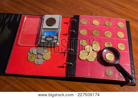 Evaluation And Decomposition Of Coins Into An Album