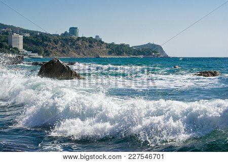 Black Sea Landscape At Fall Season In Crimea, Ukraine .