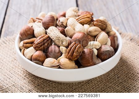 Mix Of Nuts In Plate . Pecan , Hazelnut , Pistachios , Cashew And Peanuts