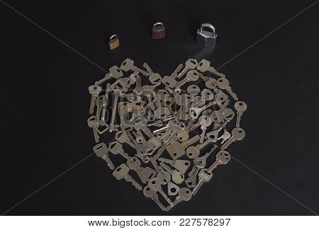 Many Keys Lock Guard Option Reliability Scattered Bunch