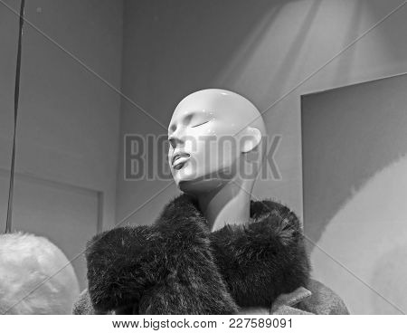 Paris, France - December 11, 2017: Showcase Of An Expensive Clothing Store. A Dummy With A Fur Boa.