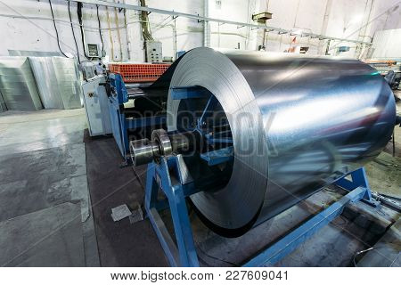 Roll Of Galvanized Steel Sheet Feeds Steel Sheets To The Cutting Machine For Manufacturing Metal Pip