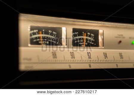 Vintage Radio Showing Vu Meters In Action.