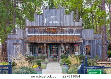 Fredericksburg, Texas - January 11, 2018 - Das Peach Haus Country Store. The Store  Is A Favourite D