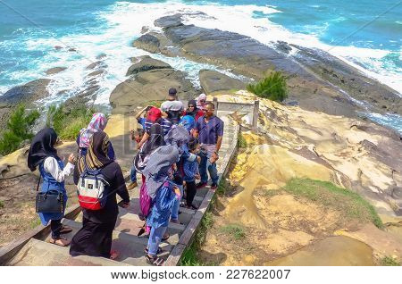 Kudat,sabah,malaysia-feb 3,2018:group Of Tourist Enjoying The View Of Tip Of Borneo In Kudat,sabah,m