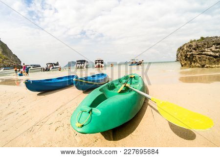 Sandy Beach With Kayaks Amd Speedboats In Ang Thong Near Ko Samui - Beautiful Tropical Destination I
