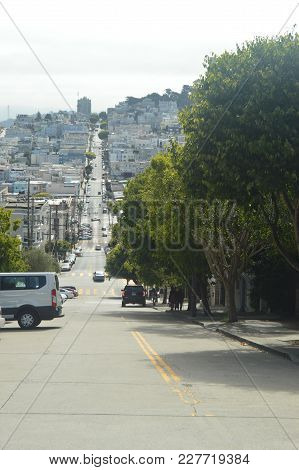 Impressive Difference And Longitude Of One Of The Streets Of San Francisco. Travel Holidays Arquiete