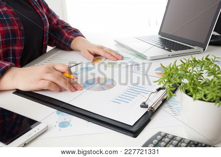Business Team Meeting Present.professional Investor Working With New Startup Project. Finance Manage