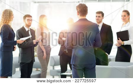 image is blurred.the Manager makes a report to the business team