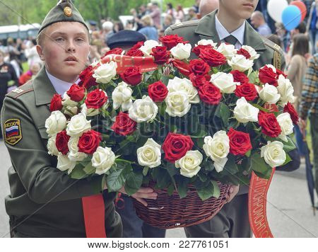Pyatigorsk, Russia - May 09, 2017: Military Solders Lay Flowers To The Monument To The Fallen Soldie