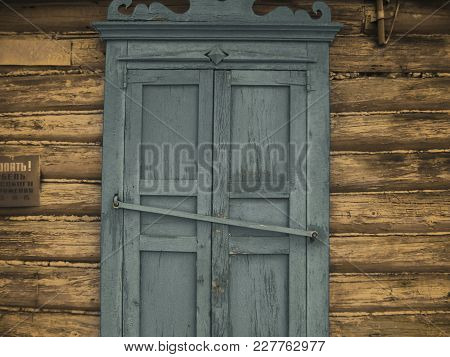Photo  Abandoned Old House In Russian Village . Vintage Folk Background.