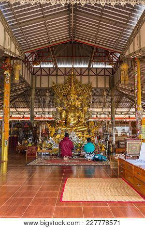 Mae Hong Son, Thailand - January 24, 2018: Buddhist Tourists Praying In Front Of Golden Myanmar Styl