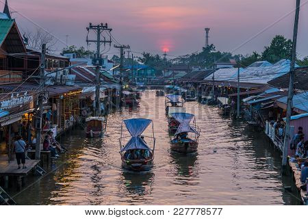 Samut Songkhram, Thailand - January 21, 2018: Ampawa Famous Floating Market Where Tourists Enjoy The