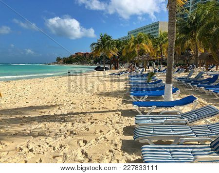 Cancun, Mexico - January 27, 2018: On A Windy Beach In Cancun.cancun, A Mexican City On The Yucatan