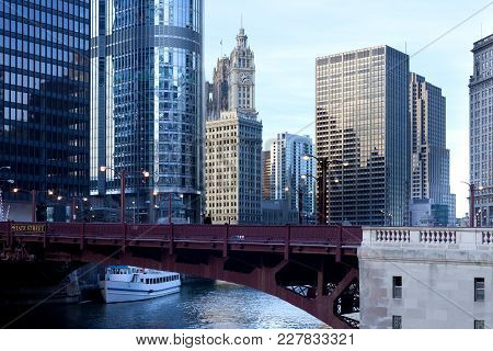 State Street Bridge Over Chicago River, Chicago, Illinois, Usa