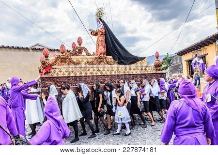 Antigua, Guatemala -  April 13, 2017: Float Bearers Carry Mary Mother Of Christ In Holy Thursday Pro