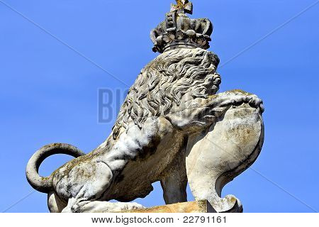 Statue of lion in a crown