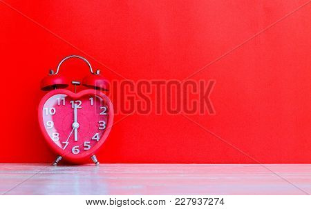 Red Clock Mark At 6.00 O'clock