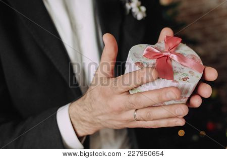 Men's Hands Hold Gift's Box Bow Shawl
