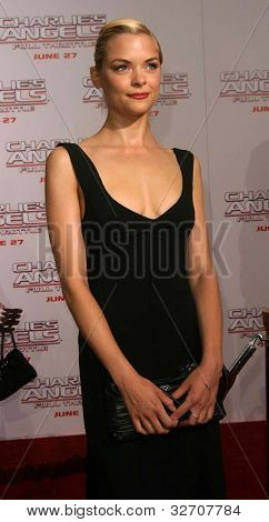 LOS ANGELES - JUN 18: Jaime King at the premiere of 'Charlie's Angels: Full Throttle' on June 18, 2003 in Los Angeles, California