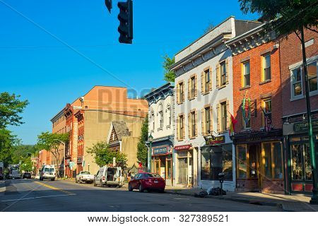 Peekskill, Ny - September 5, 2018: Traffic And Activity Begins To Stir On Main Street In This Quaint