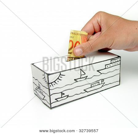 Safe with sea and twenty real note being deposited