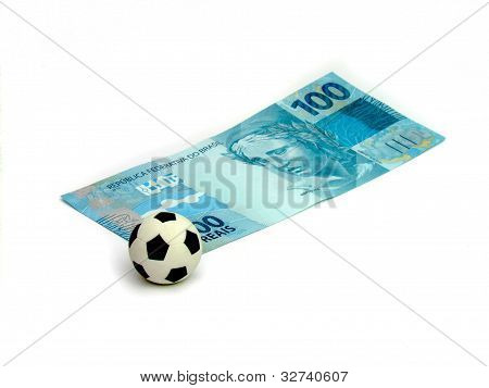 Soccer Ball in a note of 100 real