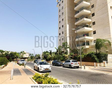 Rishon Le Zion, Israel  October 07, 2019: Residential Building Plants And Street  In Rishon Le Zion,