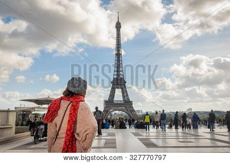 Paris, France, 10.10.2019. Traveler Girl In Vacation In Paris. Young Traveler Girl In Vacation. Girl