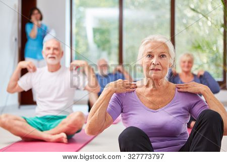 Seniors do exercise for physiotherapy and physiotherapy