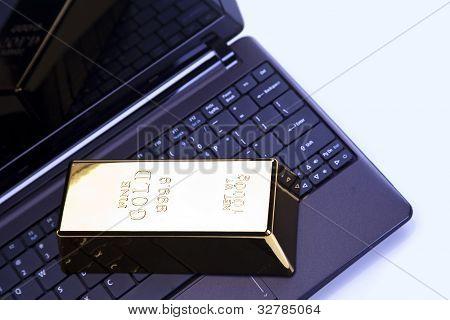 Lingotes de oro en portátil