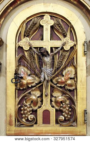 IVANIC GRAD, CROATIA - SEPTEMBER 25, 2011: Tabernacle on the main altar in the church of the Saint Peter in Ivanic Grad, Croatia