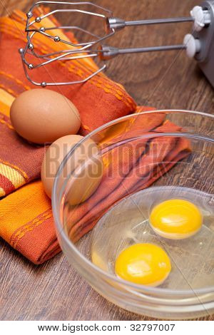 Wire whisk and brown eggs