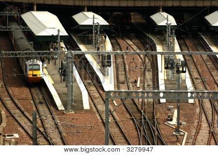 Edinburgh Waverley Railway Station Platforms