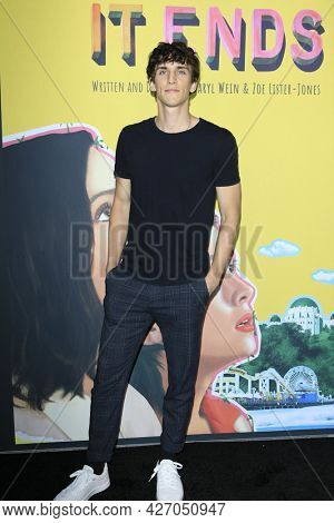 LOS ANGELES - JUL 15:  Nick Hargrove at How It Ends LA Premiere at NeueHouse Hollywood  on July 15, 2021 in Los Angeles, CA