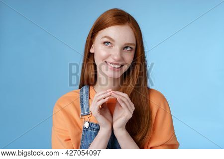 Devious Tricky Smart Pretty Redhead Girlfriend Have Evil Plan Smirking Mysteriously Look Upper Left